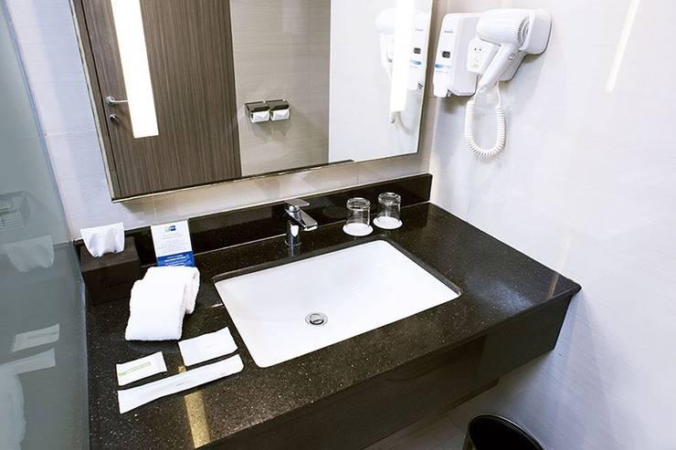 Holiday Inn Express Surabaya Central Plaza Surabaya - kamar mandi