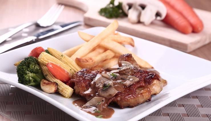 Holiday Inn Express Surabaya Central Plaza Surabaya - Chicken Steak