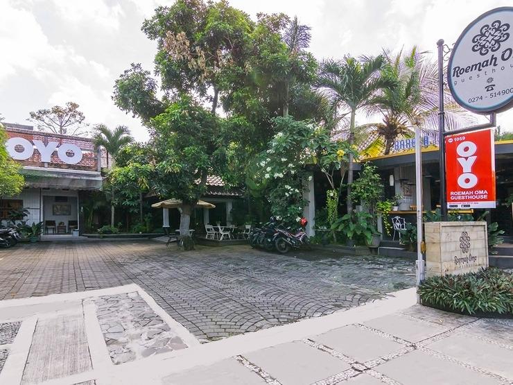 OYO 1059 Roemah Oma Guest House Yogyakarta - Facade