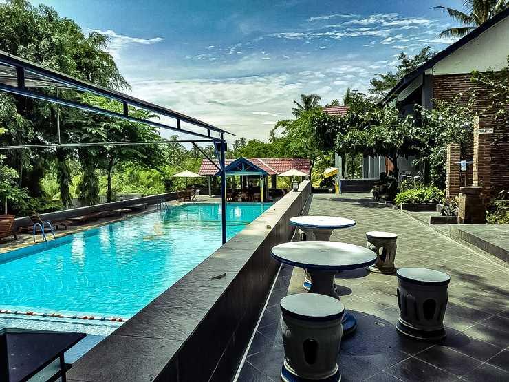 Villa Kemarang Banyuwangi - keindahan ketika di posisi pinggir kolam