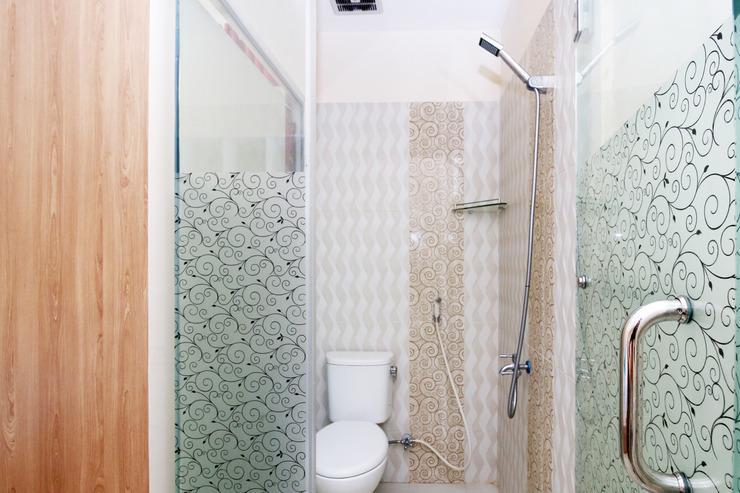 Airy Eco Kayu Tangi Satu Jalur Tiga 1C Banjarmasin - Bathroom