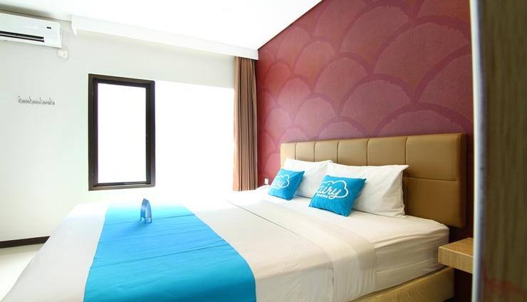 Airy Citraland International Surabaya - Room