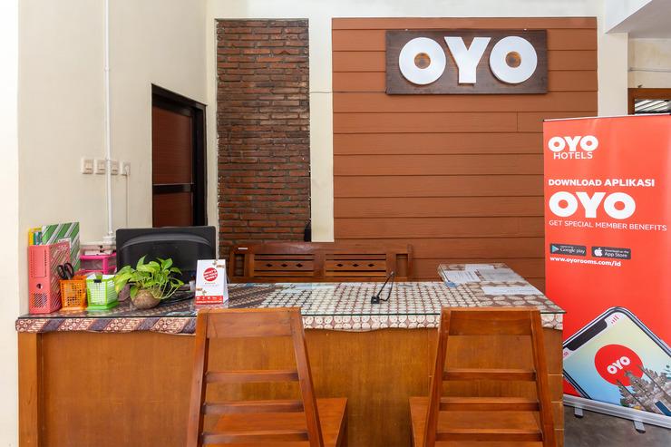 OYO 1050 Rifka Annisa Guest House Syariah Yogyakarta - reception