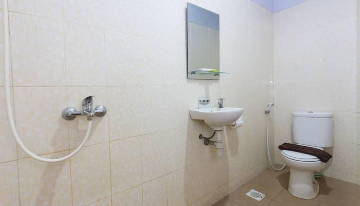 Zaen Hotel Syariah Solo - Deluxe Bathroom