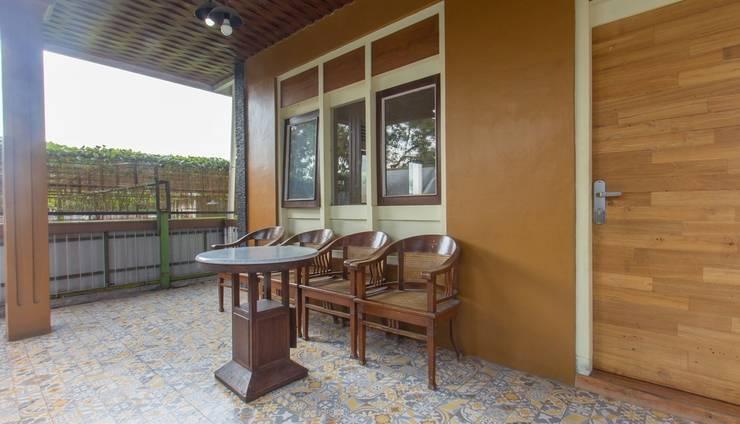 Zaen Hotel Syariah Solo - Balcony