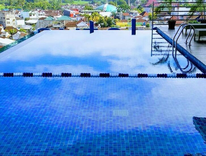Hotel Dafam Lotus Jember Jember - Skypool