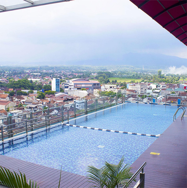 Hotel Dafam Lotus Jember Jember - Swimming Pool