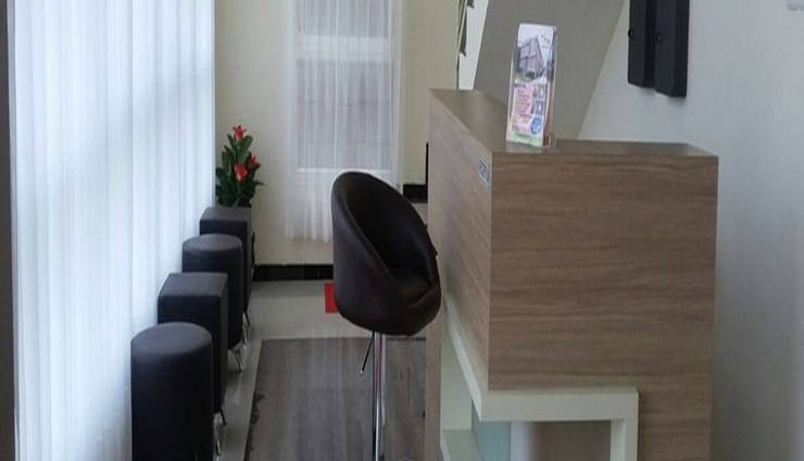 Tya Guest House Malang - Resepsionis