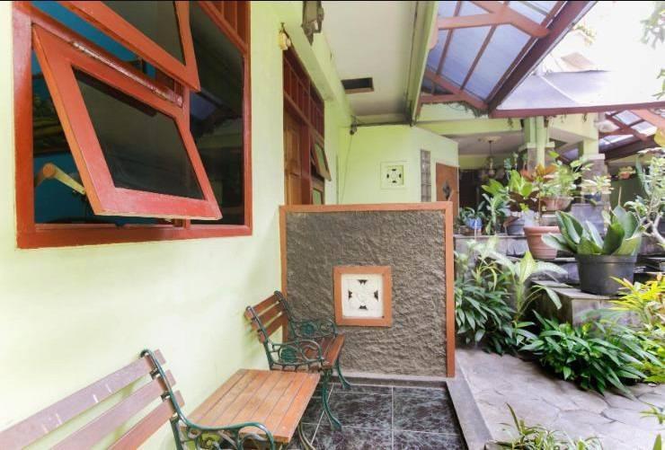 Riyadi Guest House Surabaya - Terrace