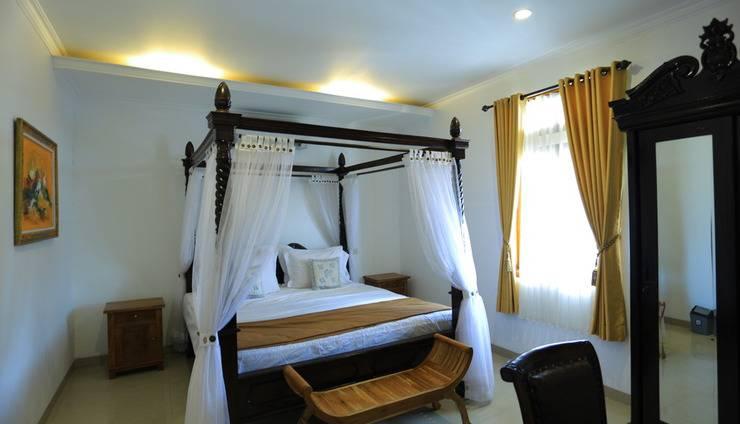 Pi Home Baciro Yogyakarta - Ruangan Luxury dengan tempat tidur dan ruangan yang luas
