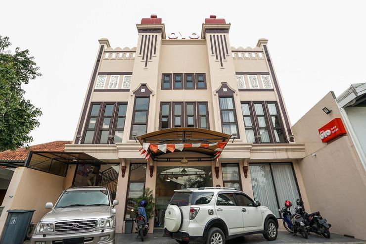 OYO 240 Audah Sevana Syariah Hotel Surabaya - FACADE