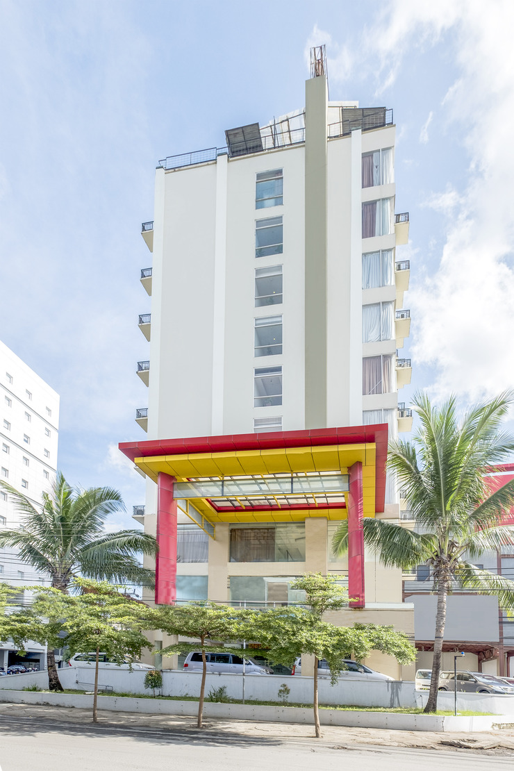 OYO 635 lynt Hotel Makassar - facade