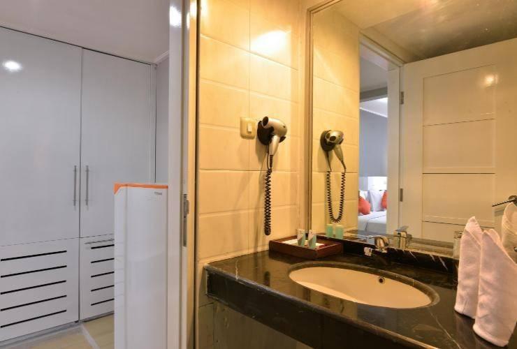 Hotel Grand Nanggroe Banda Aceh - executive bathroom
