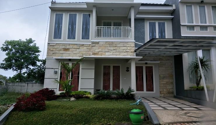 Golden Villa C9 Malang - Exterior