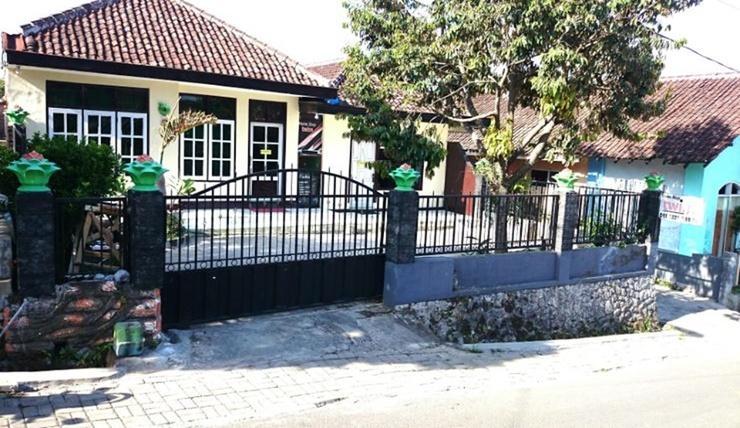 Homestay Twins Batu Malang - Exterior