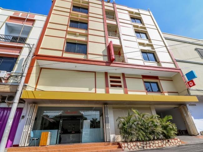 NIDA Rooms Latimojong Square Makassar - Eksterior
