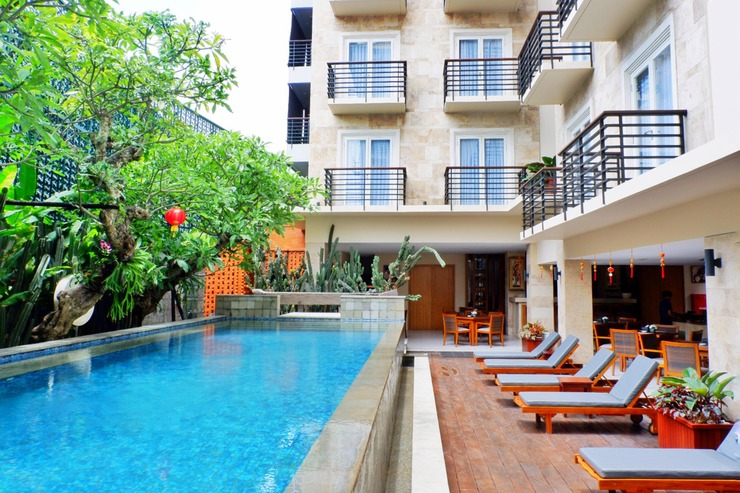 Saris Hotel & Spa Kuta Bali - swimming pool