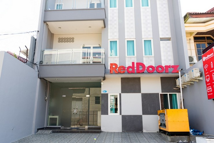 RedDoorz Near Gajah Mada Street Semarang - Exterior