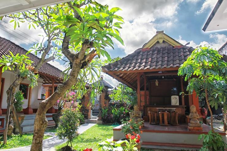 Halaman Depan Hostel Bali - Exterior