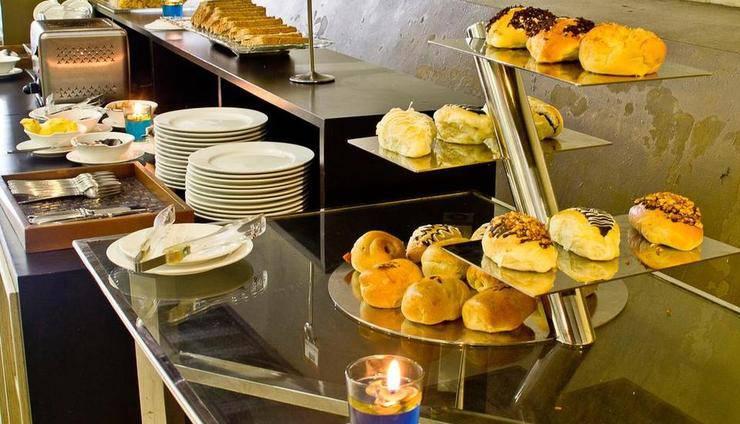 De Batara Hotel Bandung - Buffet Breakfast