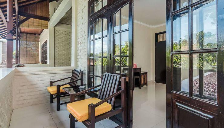 ZenRooms Seminyak Taman Petitenget Bali - Teras