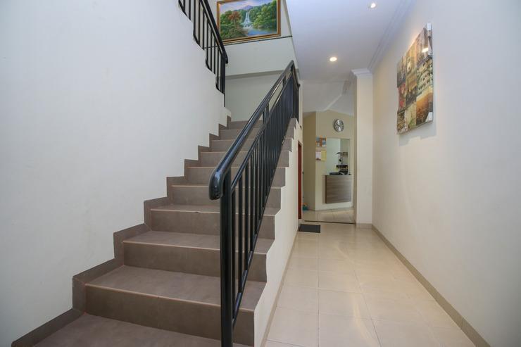 Airy Winangun Dua Sulawesi 2 Manado - Stairs
