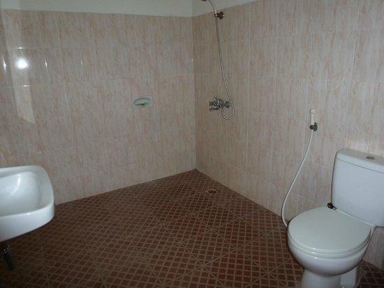 Wailiti Hotel Maumere - Guest BathRoom