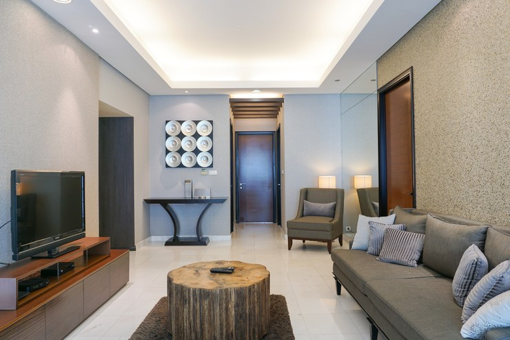 Luxury 2BR with Study Room at The Peak Apartment By Travelio Jakarta - Ruang Tamu