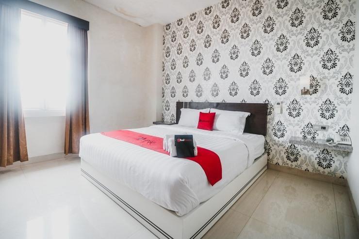 RedDoorz Plus near Universitas Negeri Makassar Makassar - Guestroom