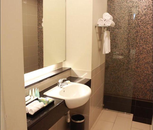 Swiss Garden Residences Kuala Lumpur - Bathroom
