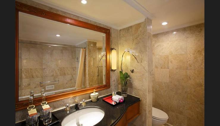 Hotel Ambhara Blok M - Bathroom