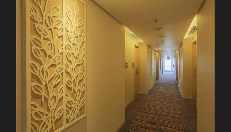 Holiday Inn Express Semarang Simpang Lima - Lobby