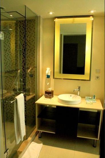 Novotel Manado Golf Resort & Convention Center Manado - Bathroom
