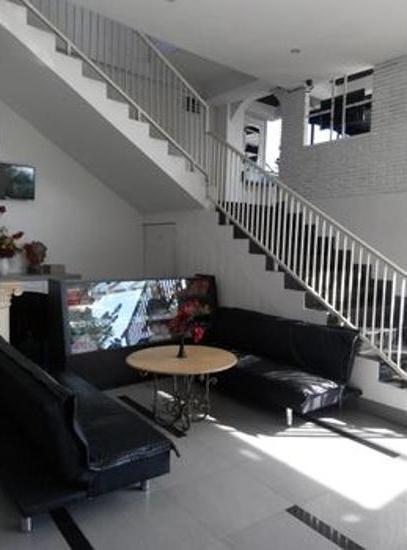 De Wahyu Hotel Batu - Living Room