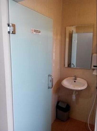 De Wahyu Hotel Batu - Bathroom