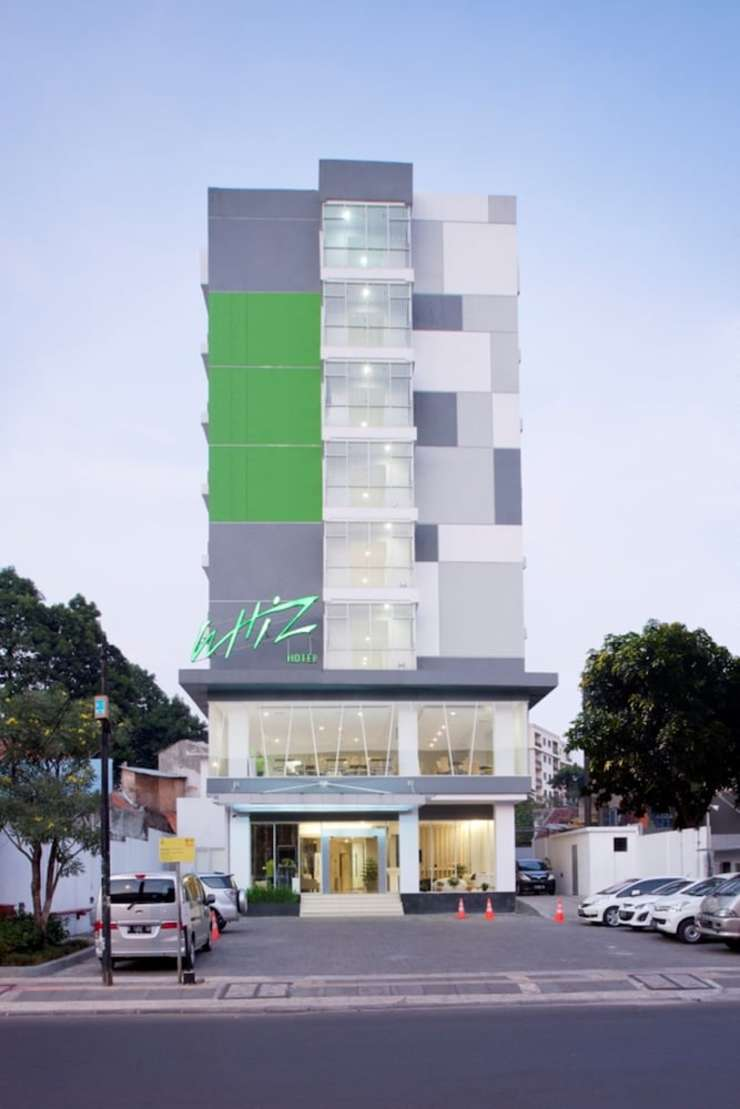 Whiz Hotel Cikini Jakarta - Featured Image