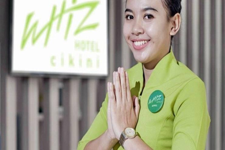 Whiz Hotel Cikini Jakarta - Receptionis