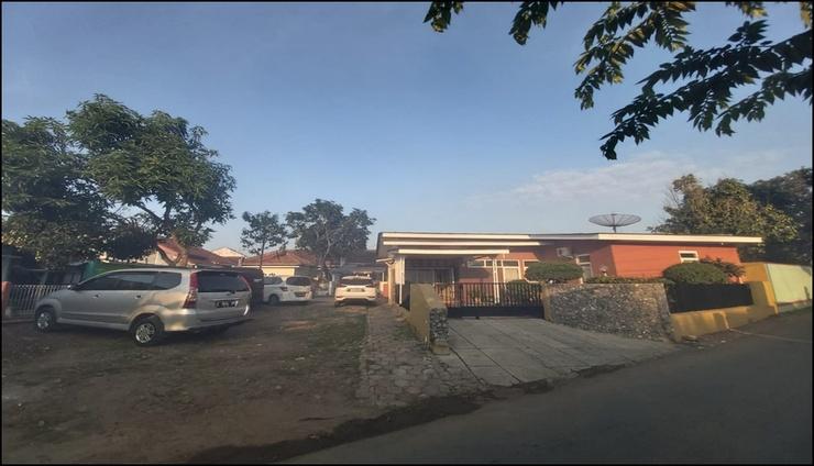 Tati Ramelan Guest House Banyumas - Area Parkir Kapasitas 10 Mobil