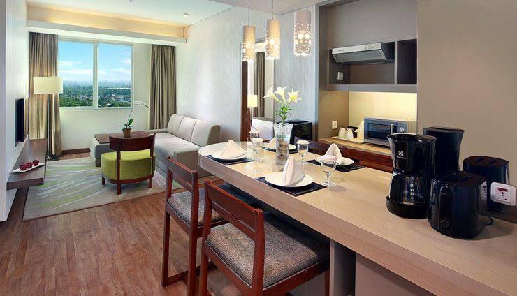 Aston  Solo - Suite Living Room