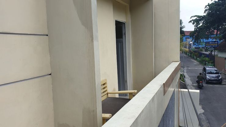 MamiRooms Nurdiono House B Sleman (Male Only) Yogyakarta -  Balcony
