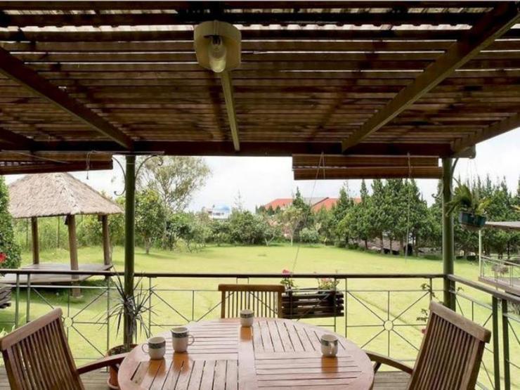 Villa Alila Istana Bunga Lembang Bandung -