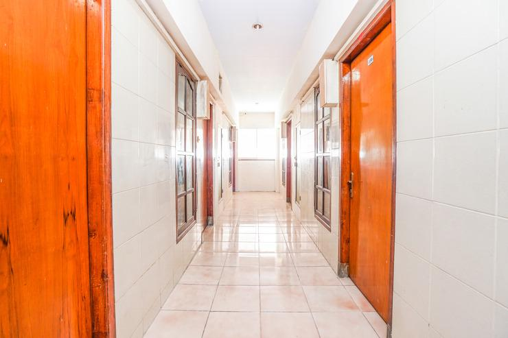 OYO 164 Ang's Residence Surabaya - Corridor