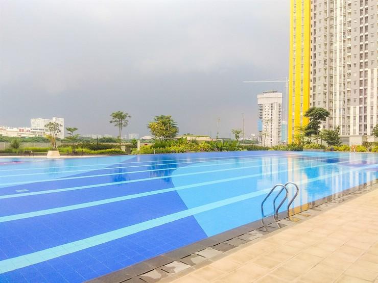 Exclusive 2BR Springlake Summarecon Apt By Travelio Bekasi - Kolam renang