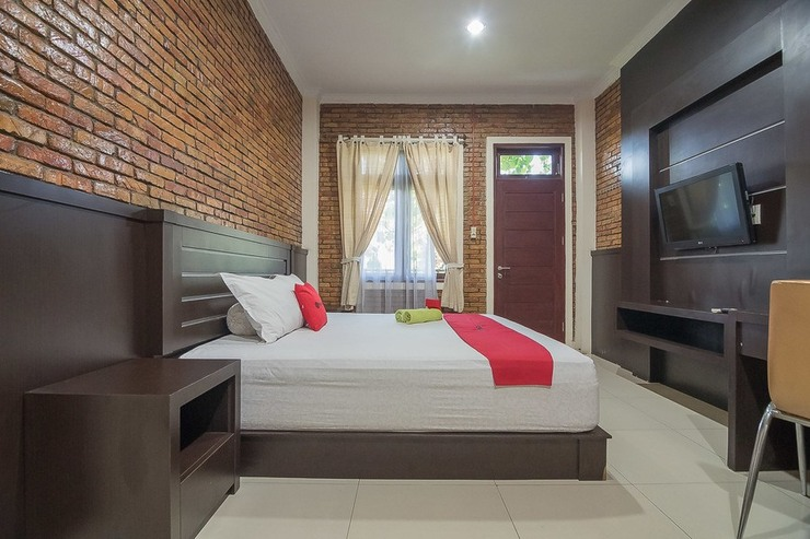 RedDoorz Plus near Cambridge City Square 2 Medan - Kamar Tamu