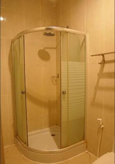 Kendari Suite Hotel Kendari - Bathroom