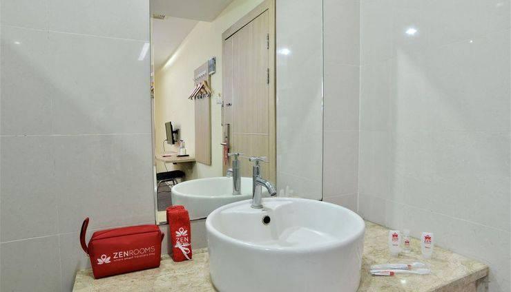 ZEN Rooms Rujia Hotel Pasar Baru - Kamar mandi