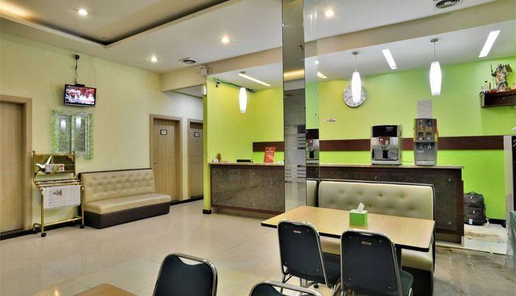 ZEN Rooms Rujia Hotel Pasar Baru - Lobi