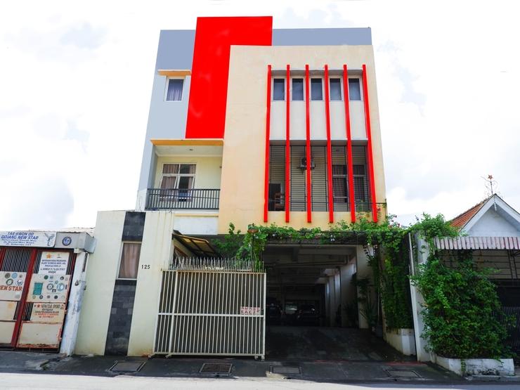 Sky Guesthouse Semarang - Facade