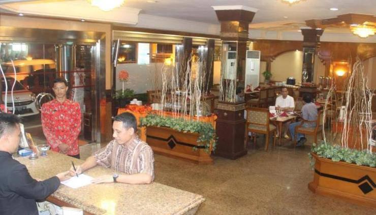Hotel Yasmin Jayapura - receptionis