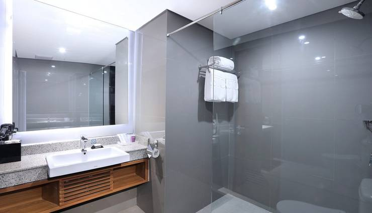 Aston Inn Batu Malang - Family Bathroom